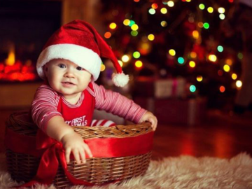 What to Buy for Baby's First Christmas? A Complete Guide for New Mom