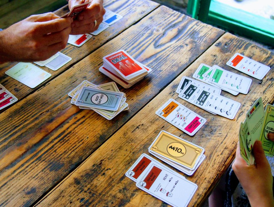 gits for travelling families and kids card games